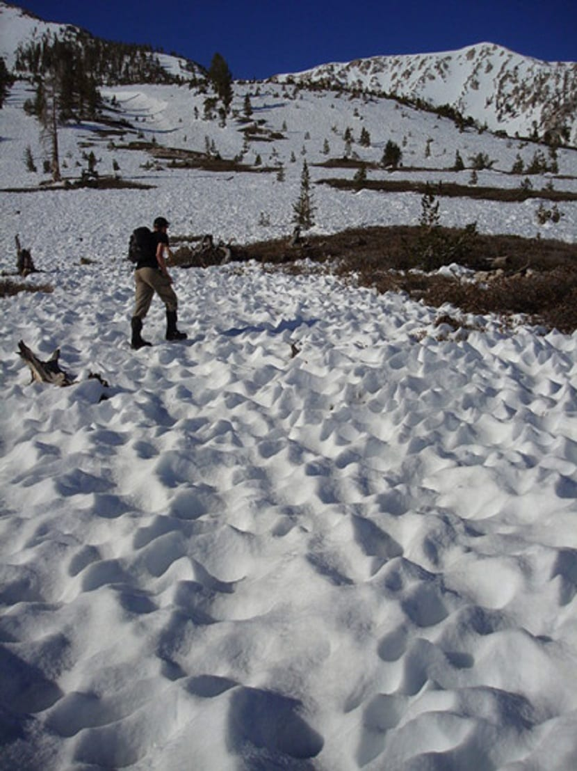 huecos de fusión en la nieve