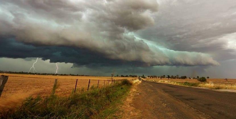 tormentas de rayos y truenos
