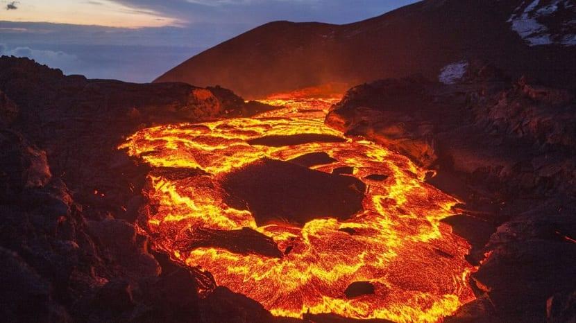 coladas de lava de un volcan