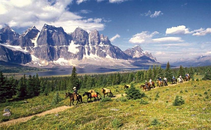 rutas de las montañas rocosas