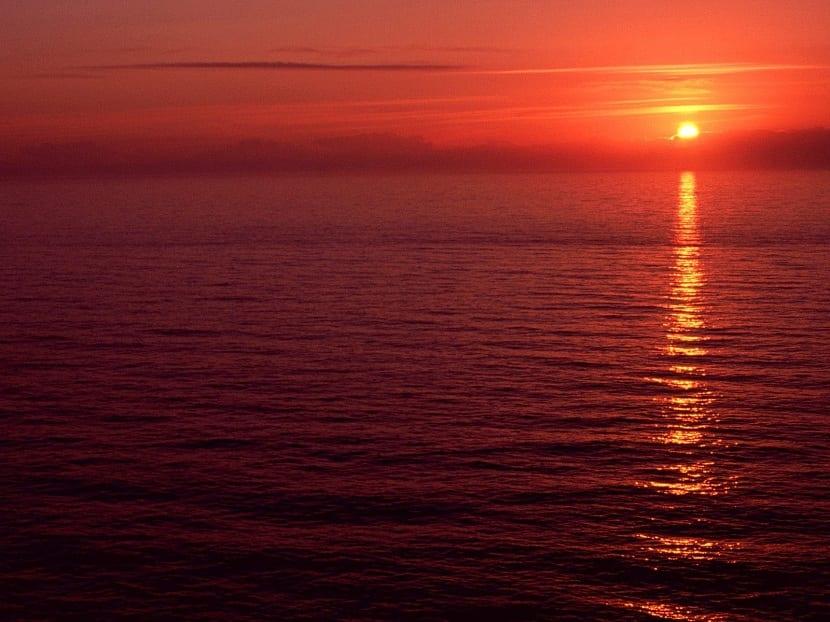 atardecer en el mar rojo
