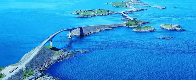 Carretera en el océano atlántico