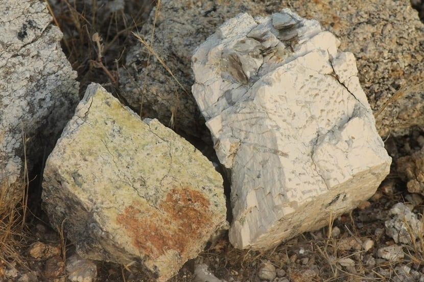 Pegmatita natural