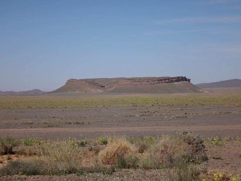 enorme cerro testigo