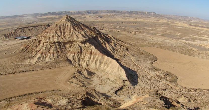Formación de un cerro testigo