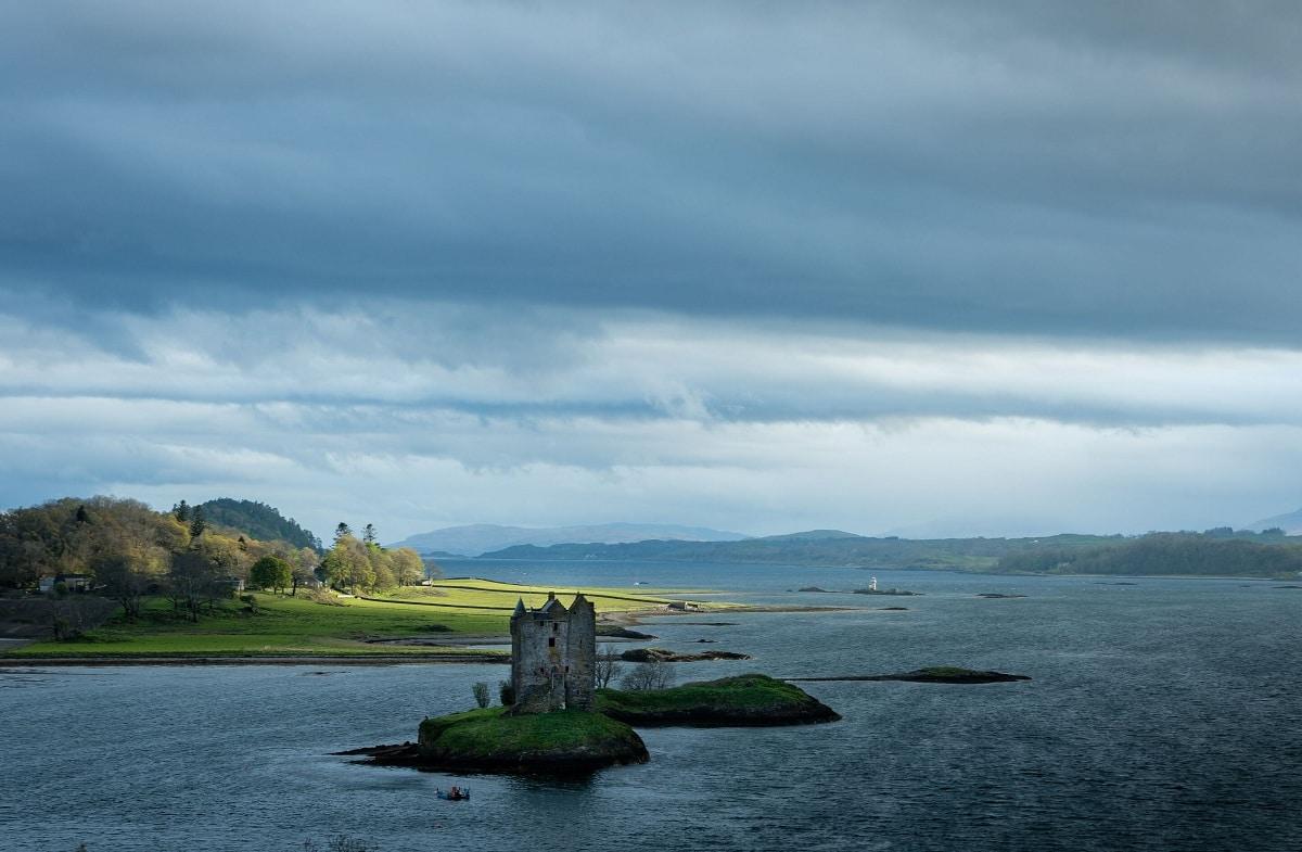 Castillo en el lago