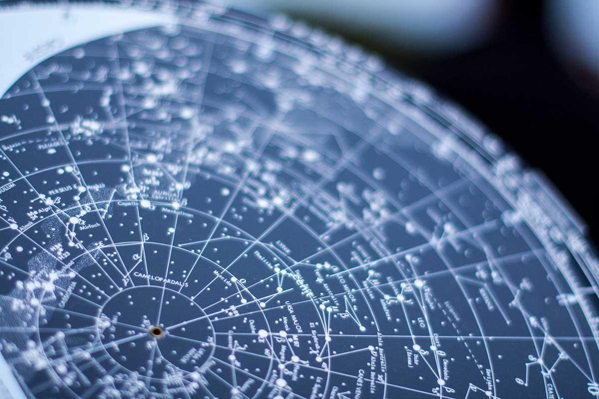 como se usa un planisferio celeste