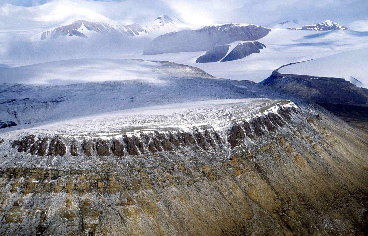 glaciares de la cordillera artica