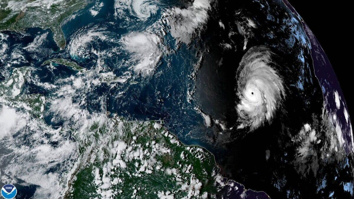 comienzo del huracan lorenzo