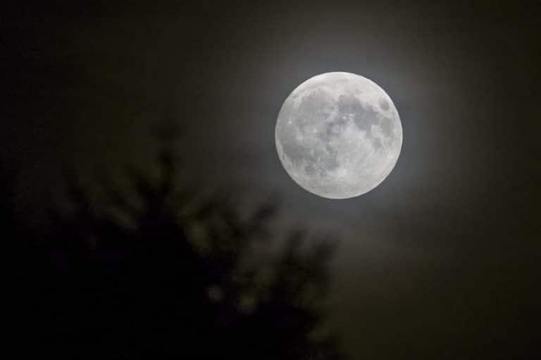 La cara de la luna que solo podemos ver
